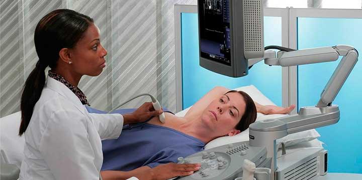 обследование груди при эластографии